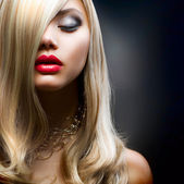 Blond Hair.Beautiful Woman Portrait.Hairstyle — Foto de Stock