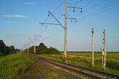 Ferrocarril en día soleado de verano — Foto de Stock