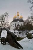 Orthodox church and ancient gun — Stock Photo