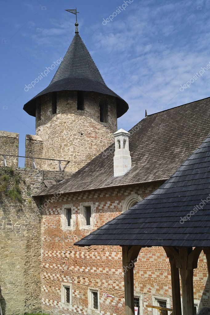 Tower of ancient Khotyn fortress, Ukraine — Stock Photo #9617784