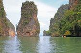 Acantilados de piedra caliza costeras, tailandia — Foto de Stock