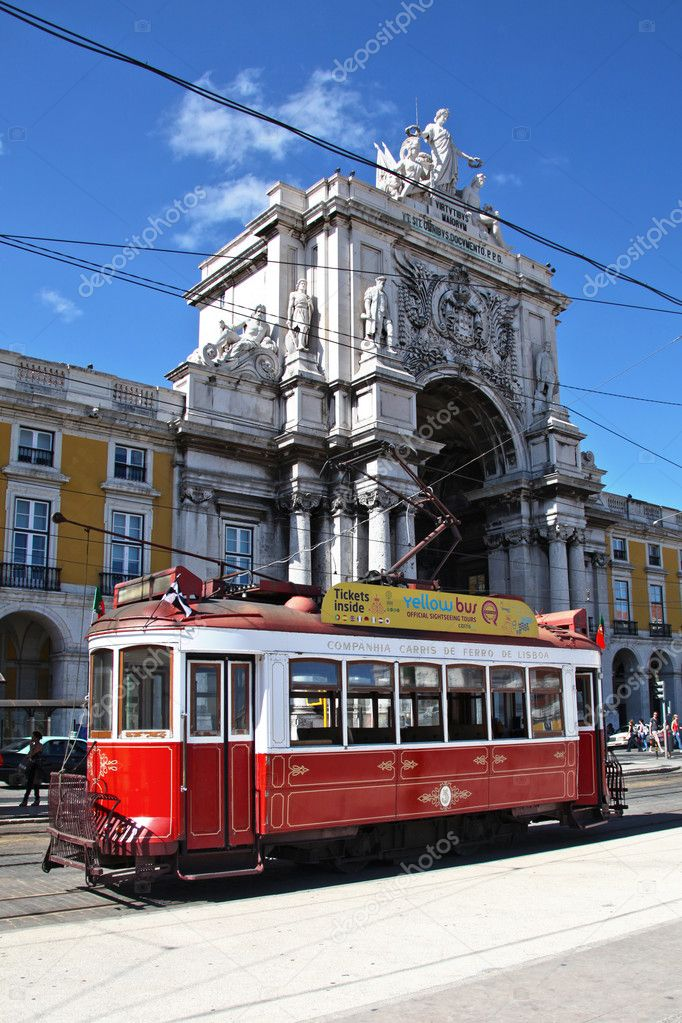 Portugal Lisbon Typical old electric tram in Praca de Commercio — Foto Stock #9815518