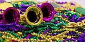 Mardi Gras Beads & Hörner — Stockfoto