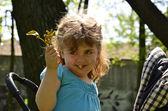 ökse otu buket küçük kız — Stok fotoğraf
