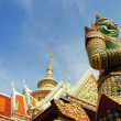 Giant symbol and roof, Wat Arun temple — Stock Photo