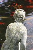 Une belle statue dans le jardin — Photo