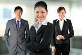 Donne asiatiche affari con il suo team. — Foto Stock