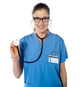 Portrait d'une femme médecin sympathique — Photo
