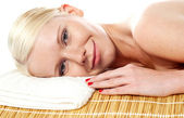 Attractive spa woman relaxing — Stock Photo