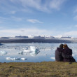 Enjoying the icebergs in Jokulsarlon, Iceland — Stock Photo