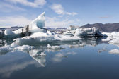 Floating icebergs in Jokulsarlon Iceland — Foto de Stock
