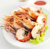 Garnelen Meeresfrüchte in weißen Teller — Stockfoto