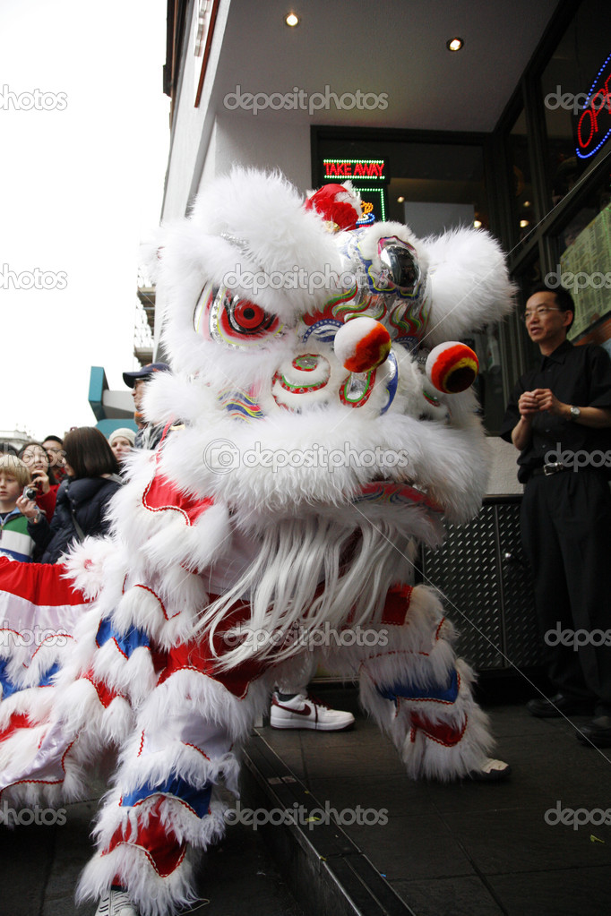 LONDON - January 29, 2012: Performers, lion dance, take part in the celebration of Chinese New Year. Various traditional performance attract thousands of to the street. — Stock Photo #9738021