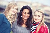 Tři ženy venkovní — Stock fotografie