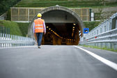Man in front of tunnel — Stockfoto