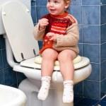 Child on the toilet — Stock Photo