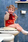 Child on the toilet — Stok fotoğraf