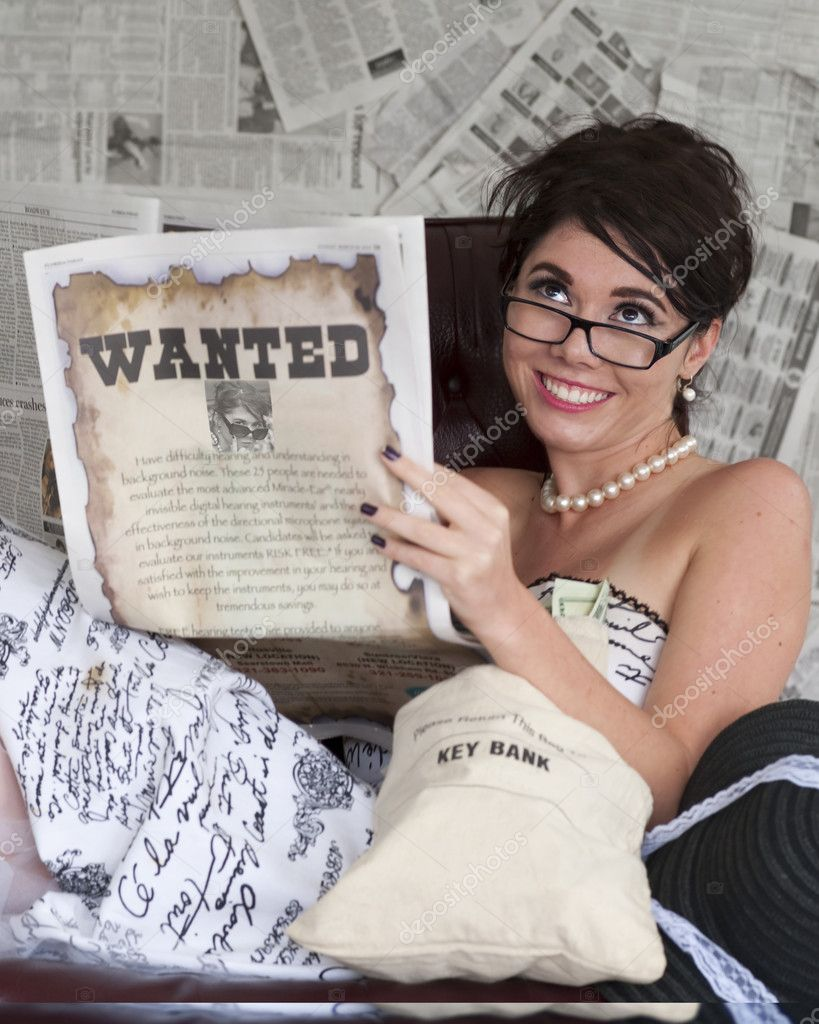 Model portraying woman wanted for Bank Robbery seems amused — Stock Photo #10071129