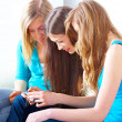 Three girls with digital camera - Foto Stock