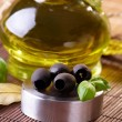 Black olives and oil — Stock Photo #9736606