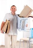 Homme avec du papier de recyclage — Photo