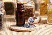 Lavendel eterisk olja — Stockfoto
