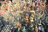 Maskers, aardewerk, souvenirs, bronzen beelden, nepal — Stockfoto