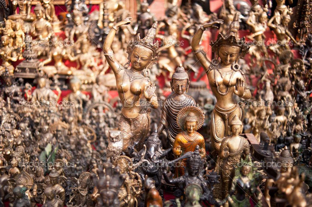 Masks, pottery,souvenirs, hanging in front of the shop, Bhaktapur, Nepal — Stock Photo #9840985