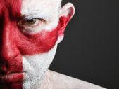 Uomo con la faccia dipinta con la bandiera dell'inghilterra — Foto Stock