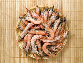 Many shrimp on a wooden plate — Stock Photo