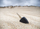 Car key in the sand — Stock Photo
