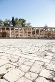 View of Roman Columns at the Oval Forum of Jerash City — Stock fotografie