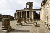 Ruïnes van de basiliek, pompeii. — Stockfoto