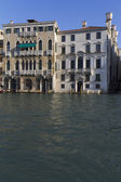 Hermosas fachadas de edificios históricos, venecia. — Foto de Stock