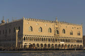 View from the lagoon of the east facade of the Doges palace — Stock Photo