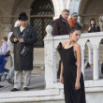 Female fashion model posing at Venice. — Stock Photo