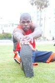 拉伸一名非洲裔美国运动员的肖像 — 图库照片