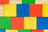 Färgstark vägg från leksaker av trä kuber — Stockfoto