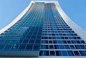 Tall skyscraper with glass facade (Surfers Paradise, Queensland, Australia)) — Stock Photo