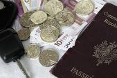 Passeport,keys and money — Stock Photo