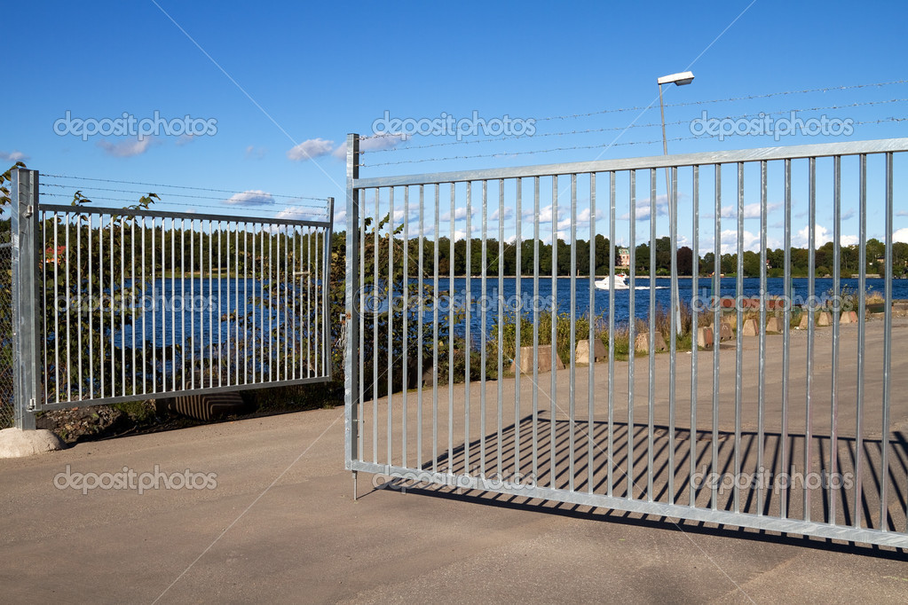 Security gate with barbed wire. — Stock Photo #10115180
