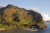 Small marina sheltered by mountain. — Stockfoto