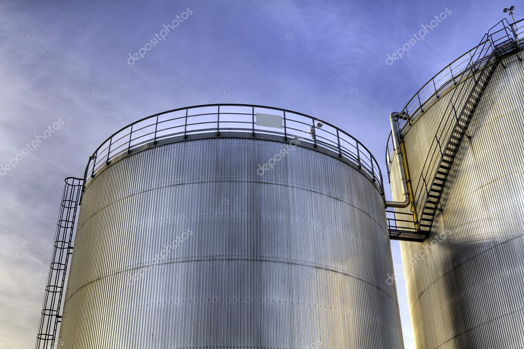 Storage tanks for fossil fuel. — Stock Photo #10518712