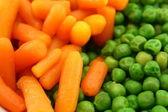 Zanahorias y guisantes verdes — Foto de Stock