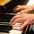 Hand of a piano player — Stock Photo