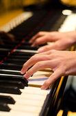 Mano de un jugador del piano — Foto de Stock