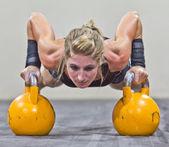 Kettlebells in de sportschool — Stockfoto