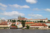 Prague castle e vitava fiume — Foto Stock