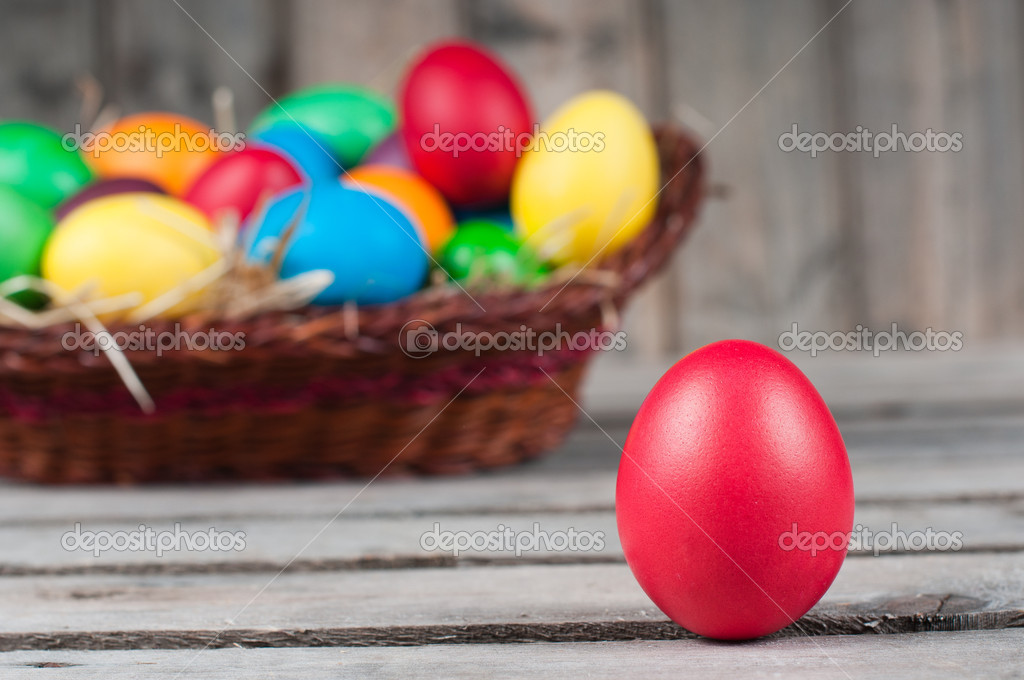 Easter eggs in  brown pannier - one egg is out, selective focus on a red egg — Stock Photo #9739246