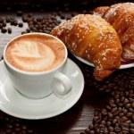 Brioches e cappuccino — Stock Photo #9930844
